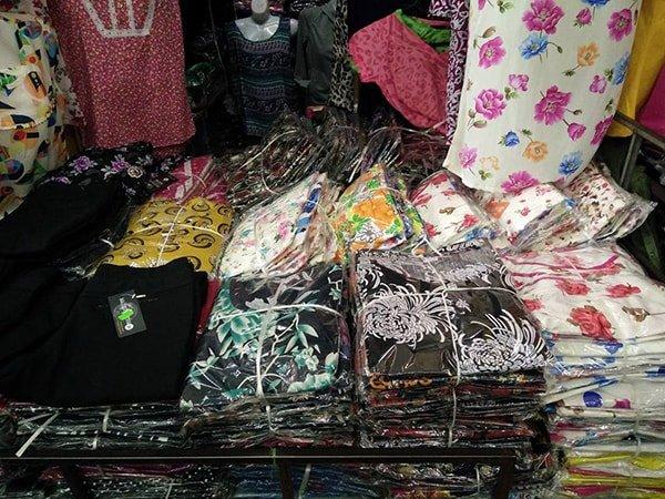 Lấy buôn hàng quần áo ở các chợ đầu mối