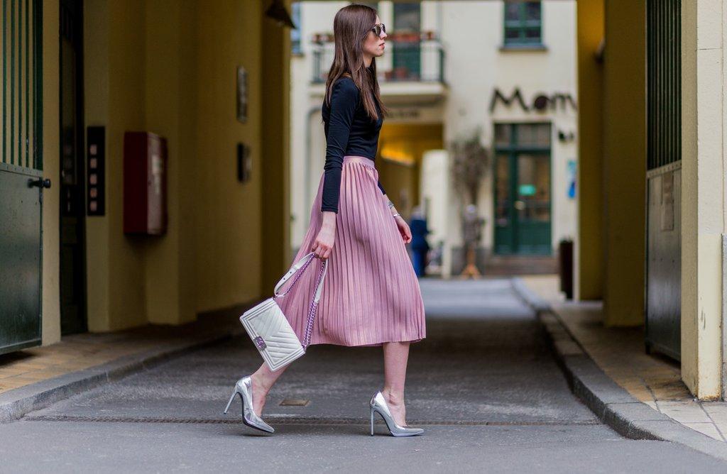Diện trang phục công sở sành điệu như hai nữ giám đốc công ty thời trang 10